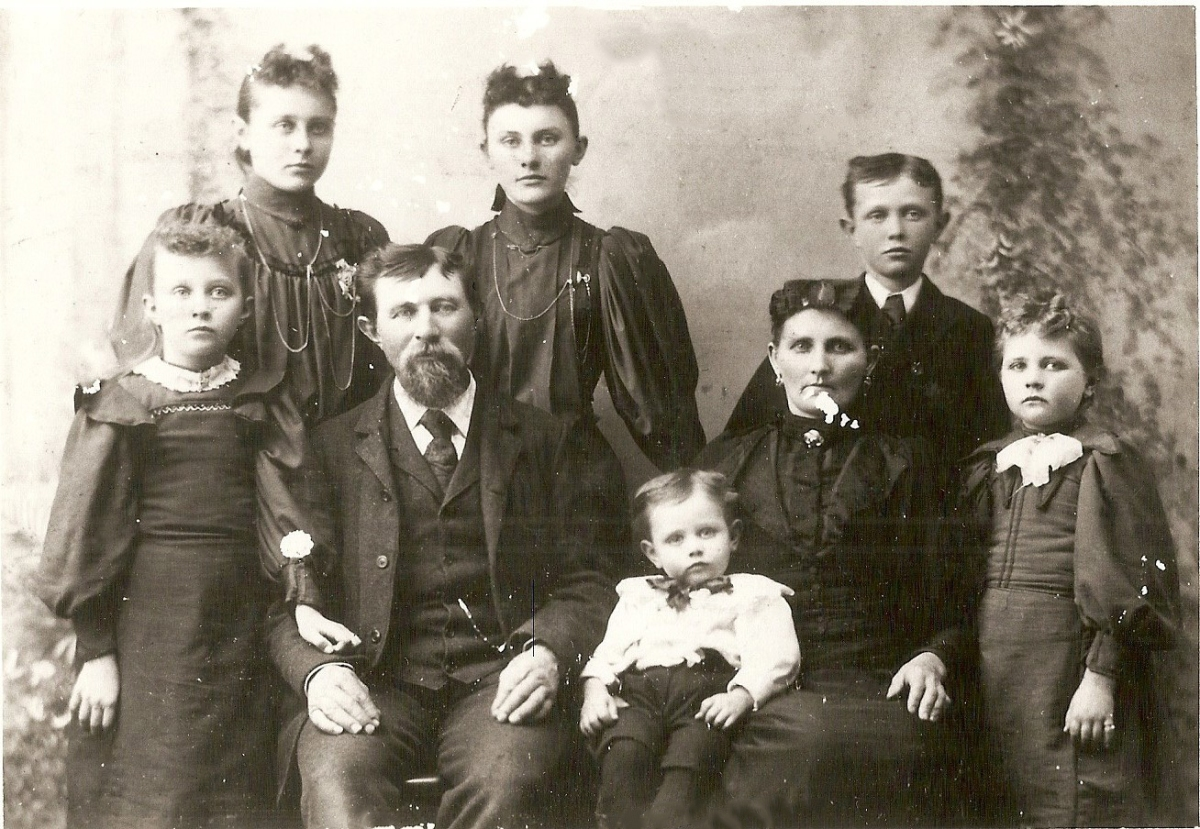 Bergman Family - Back L-R - Mary Anna, Katherine, Frank; Front L-R - Magdalena, Bernard (Barney), Lawrence, Caroline (Lange), Johanna